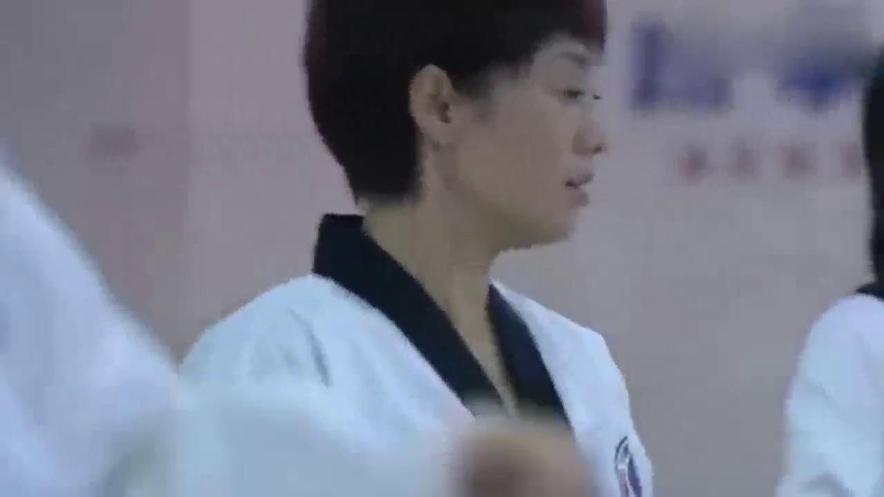 奋斗:杨晓芸和跆拳道教练眉来眼去,夏琳一脚神助攻!