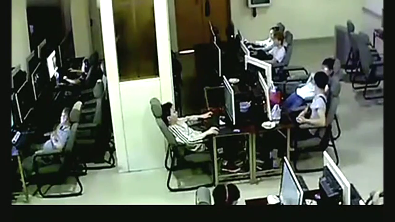 00后少年网吧上网,监控突然拍下恐怖的一幕!