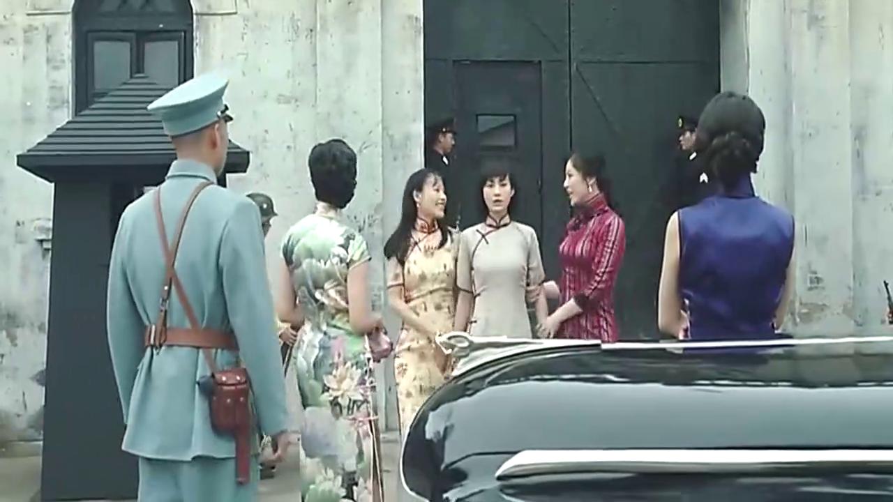 女子刚从监狱出来,四姐妹在外恭候多时,没想到一见面就吵