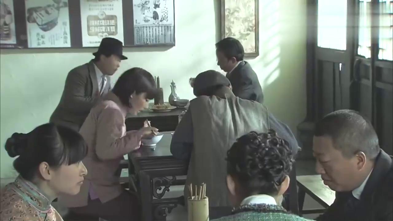 日本浪人太狂妄嘲笑小伙子不是对手,岂料小伙子武功高强为师报仇