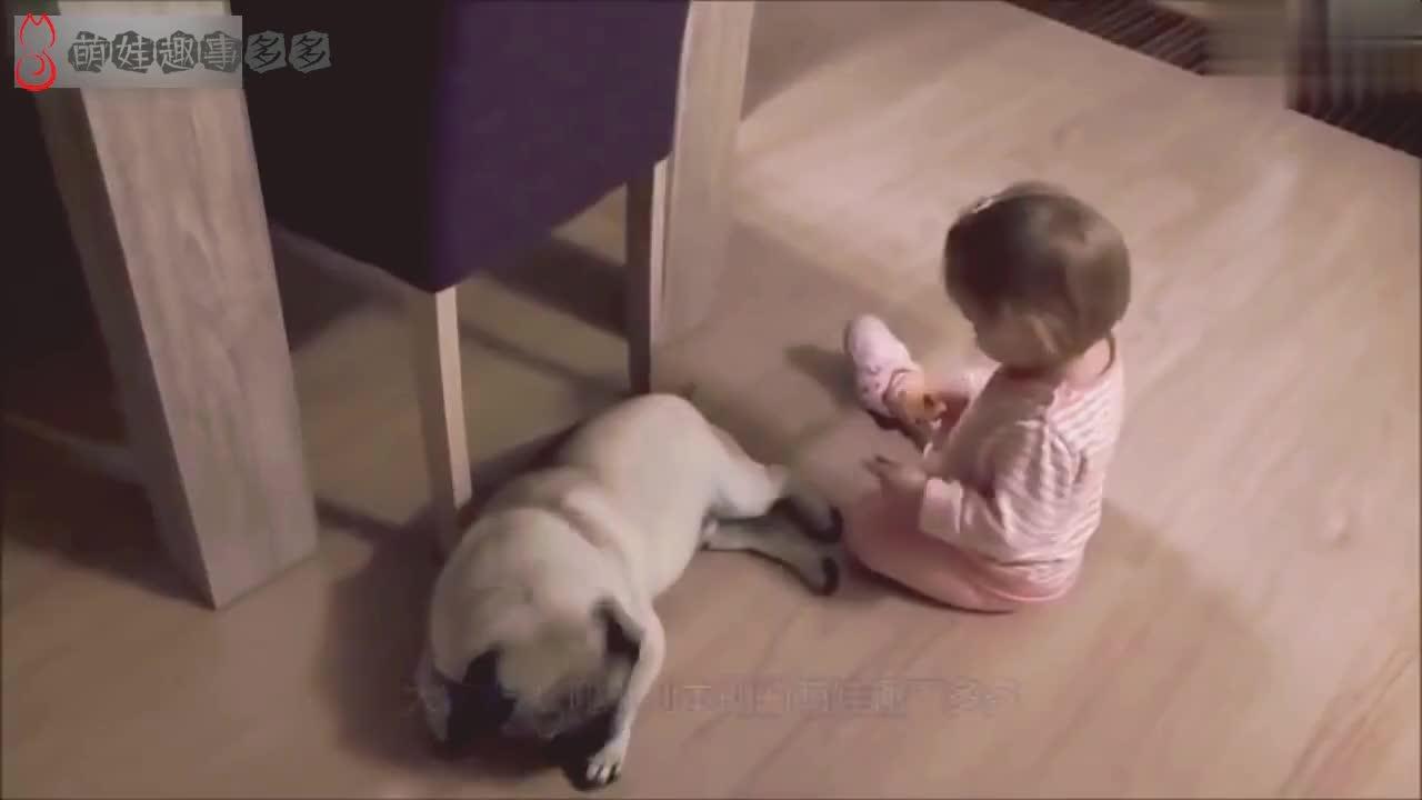 才5个月的宝宝坐在地上打瞌睡,接下来宝宝的动作,妈妈都萌化了