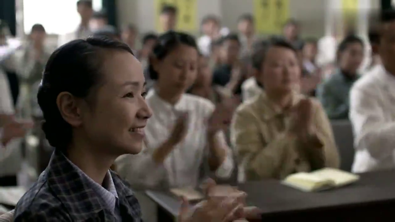 父母爱情:江德福上台演讲,收货一帮小迷妹要签名,安杰对其心动