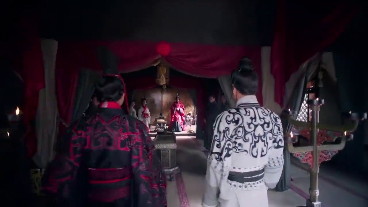 丽华为冯异和丁柔准备了婚礼,婚宴上宾客称赞丽华是女中豪杰