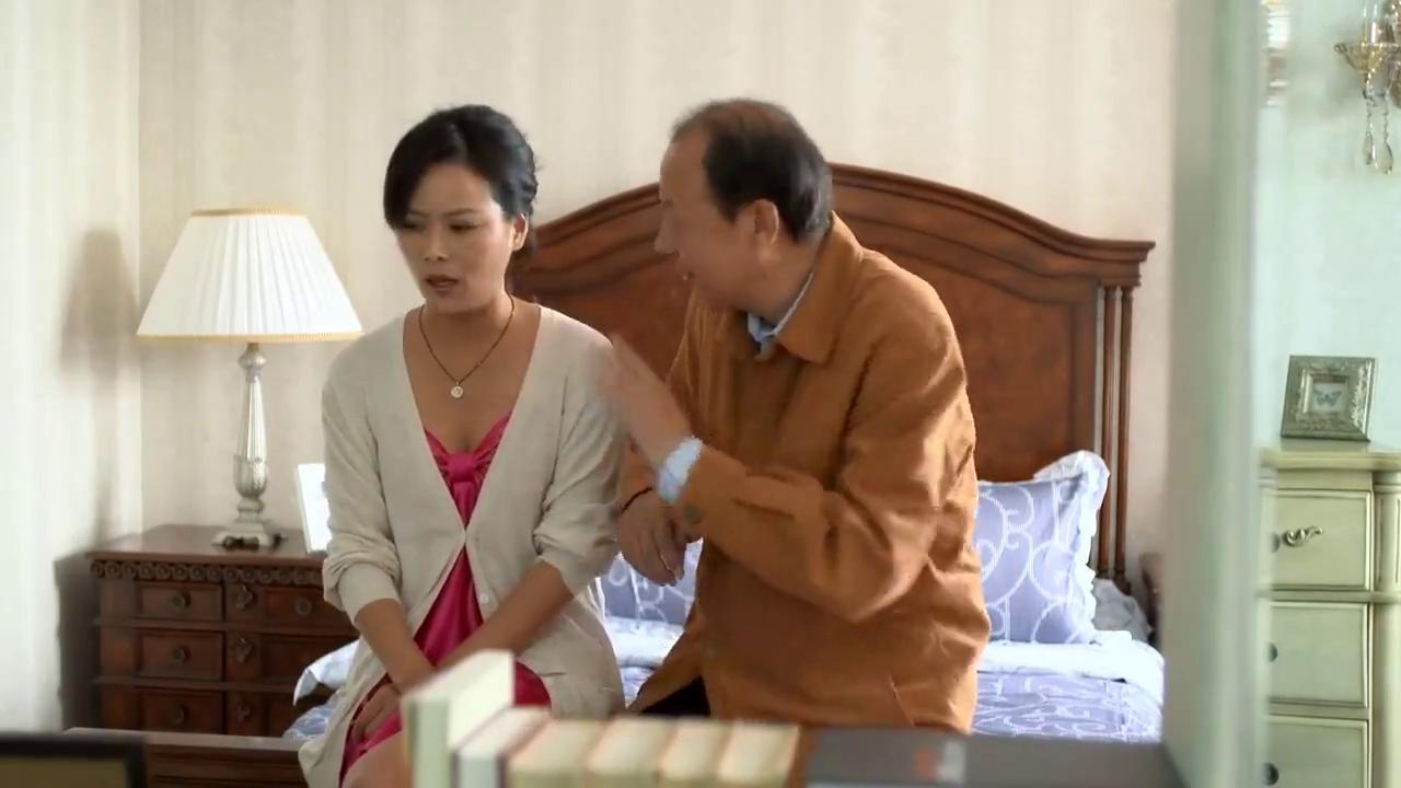 老总的娇妻让儿子睡书房,老总拿她没办法,能娶一个娇妻不容易啊