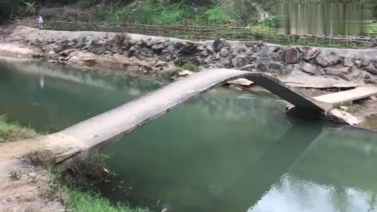 广东河源发现一座奇桥大人不敢过小孩却跑着过去