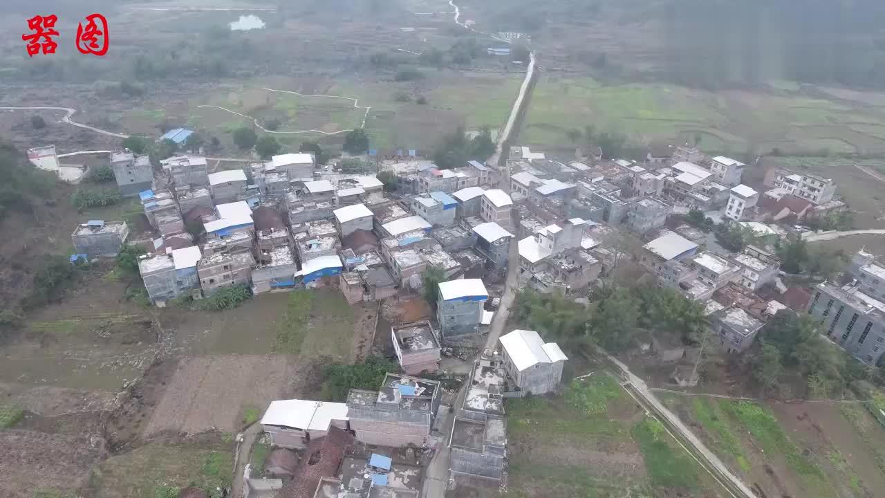 要过年了村里张灯结彩搞活动广西农村就是团结
