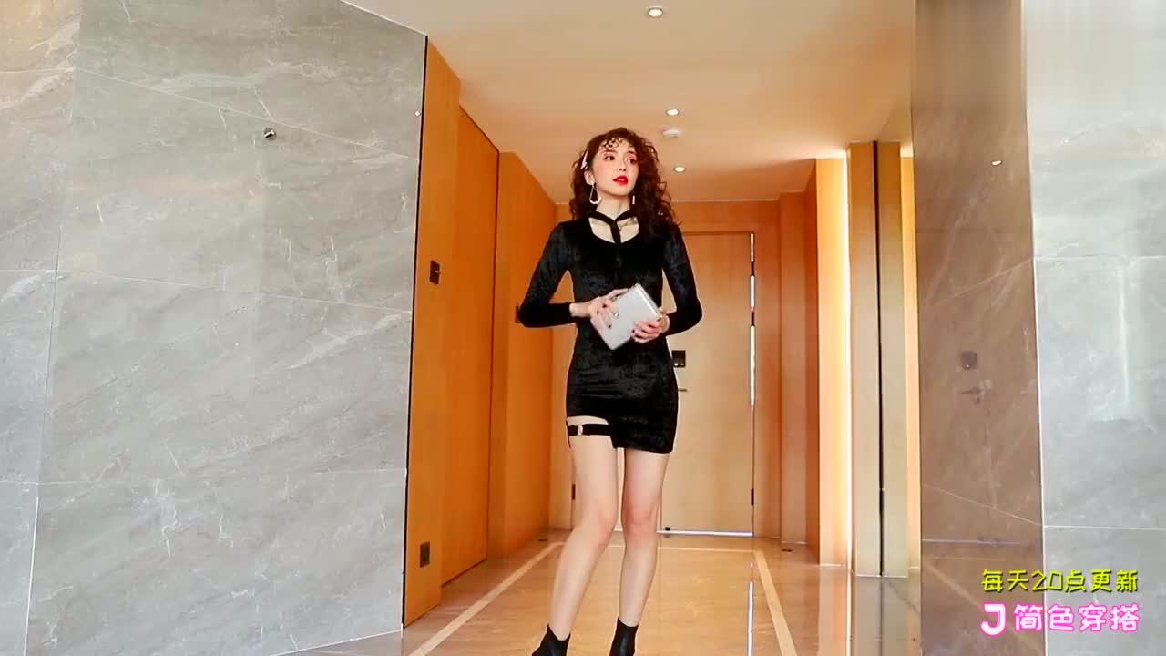 黑色连衣裙即好看又舒适,蕾丝花纹质感特别有女人味!