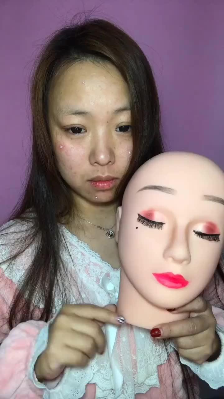 小姐姐化妆术堪称变脸大师黄脸婆一秒变肤白女神