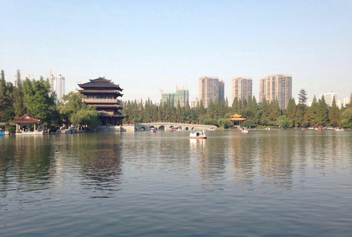 合肥老城区的逍遥津公园景色宜人,是春季旅行的好去处