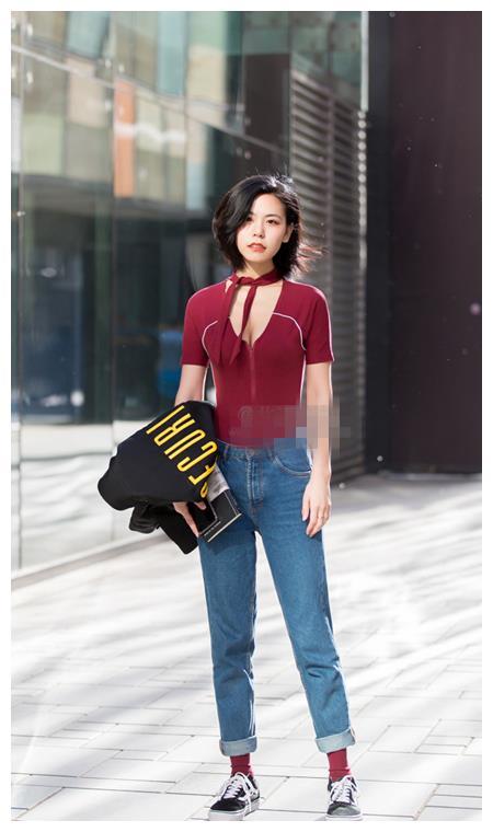 北京街拍:T恤和袜子的呼应,好凶好温柔!