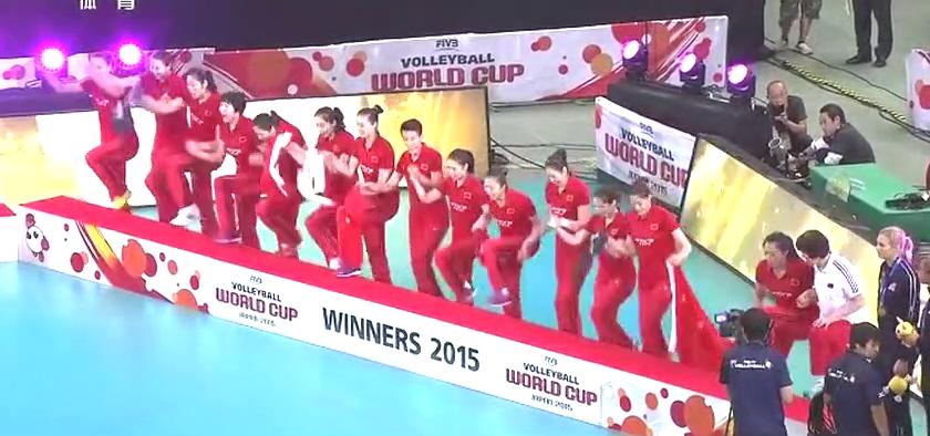回看2015女排世界杯颁奖日本主场全部离场空无一人网友:输不起