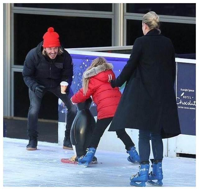 小七跟随贝克汉姆去溜冰 维多利亚冻得直哆嗦小贝太溺爱哈珀