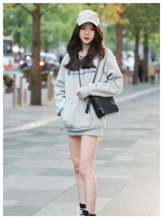 街拍:时尚潮流的小姐姐
