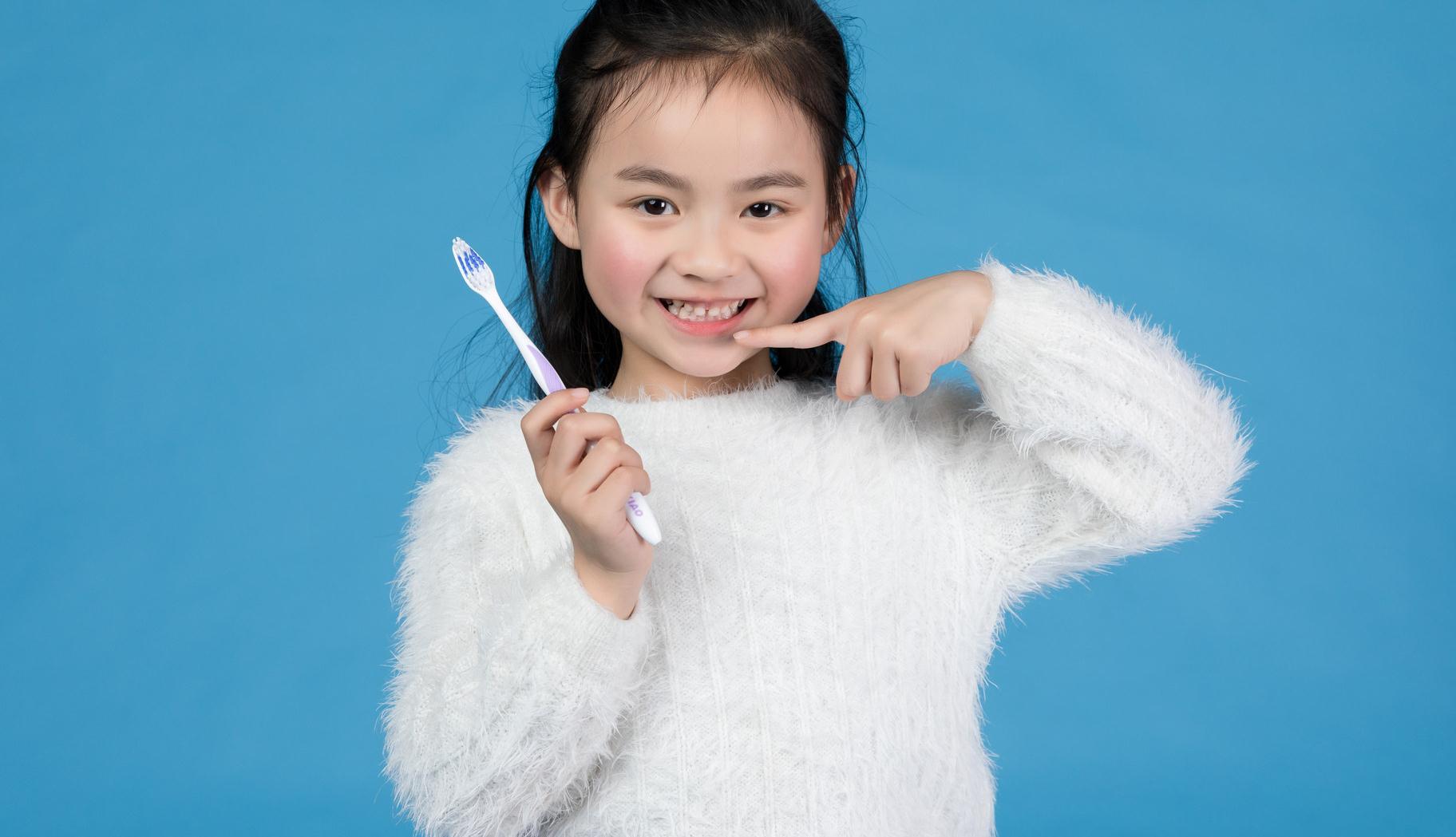 宝宝长牙时喂养很重要,一不留神影响相貌,家长要重视起来