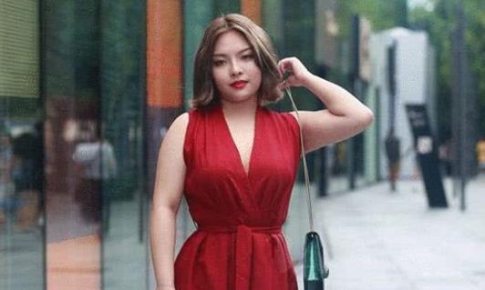 微胖界的女神,穿深V红色连衣裙,深藏不漏!
