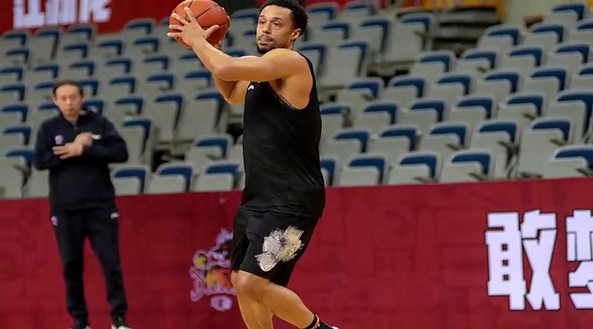 江苏男篮外援吉布森被换下詹金斯迎自己中国篮球生涯首秀