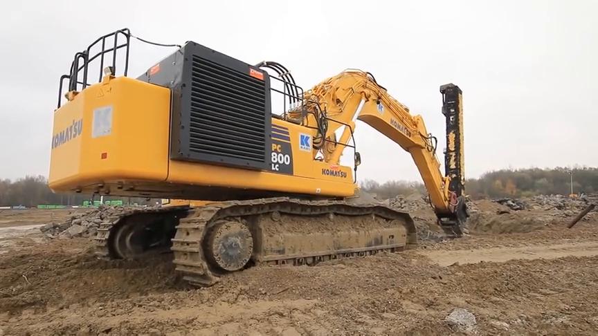 小松800挖掘机,这款振动锤看上去真霸气,就是频率有些慢