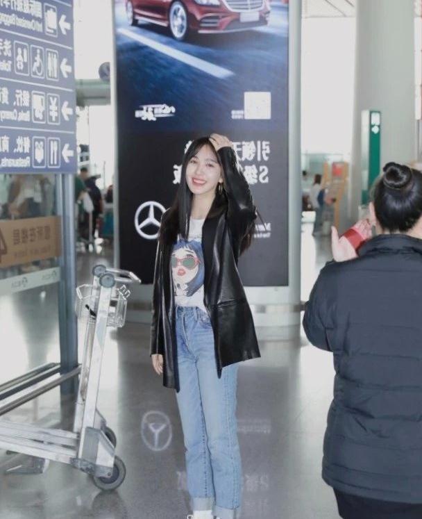 黄晓明曾经最爱的她,如今32岁穿牛仔裤的腿,成女生塑形标本!