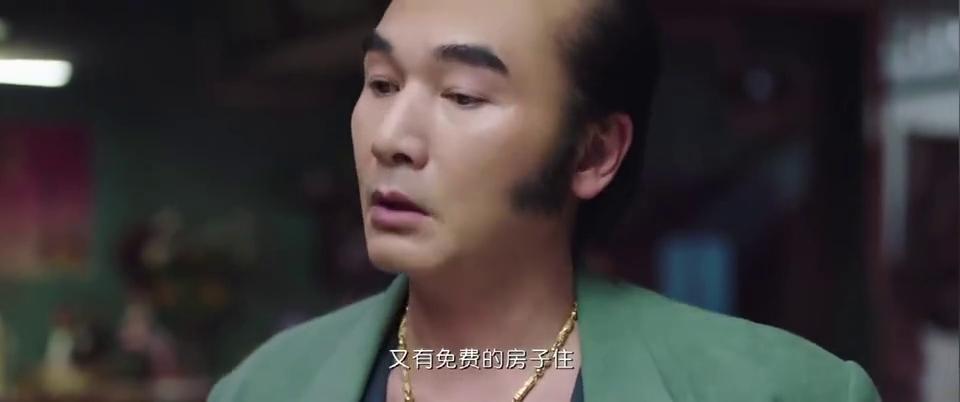 妖妖铃:潘斌龙和papi酱俩人在一起太搞笑了,喝水千万别打开!