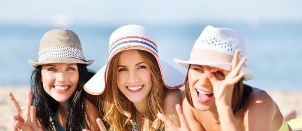"""俄罗斯美女""""挤爆""""三亚,沙滩上日光浴,好身材果然名不虚传"""