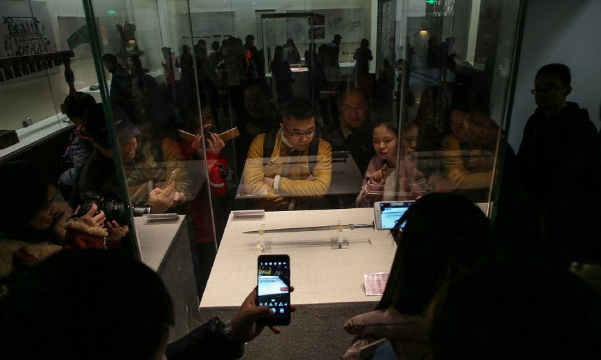 国家宝藏掀起越王勾践剑热潮 湖北省博物馆观者如潮