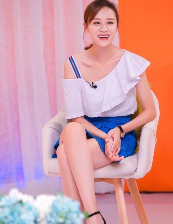 叶一茜穿焦糖色长裙优雅大方,完全逆生长!森蝶也越来越美了