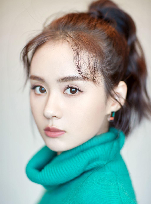 郑合惠子这一身绿毛衣穿搭,尽显青春与时尚之美