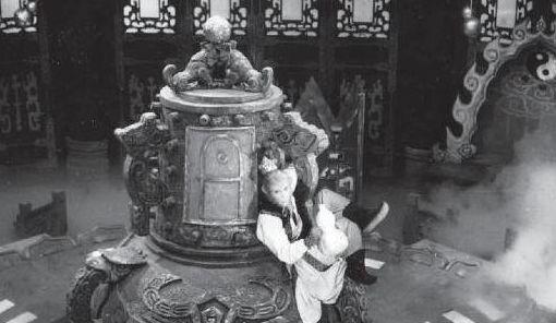 《西游记》老照片:图1齐天大圣喝醉后溜进太上老君丹房偷吃仙丹