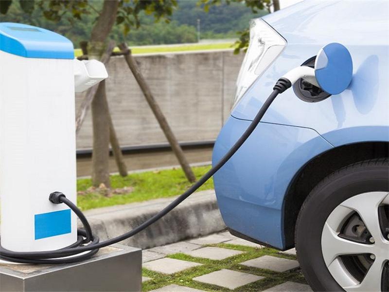 开电动汽车一定会比燃油车省钱吗?专家:对比完数值,看差距!