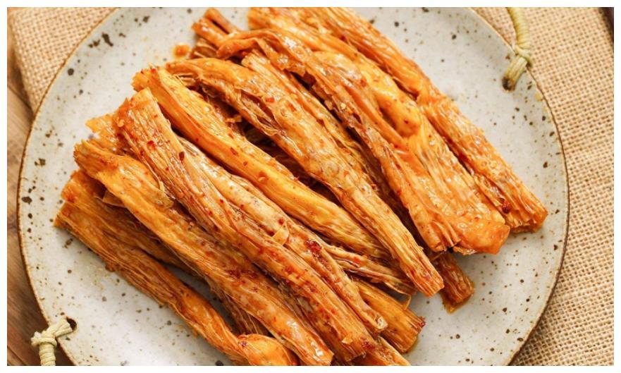 卫龙辣条老干妈爆红国外后,老外又爱上这种中国零食,直说真香