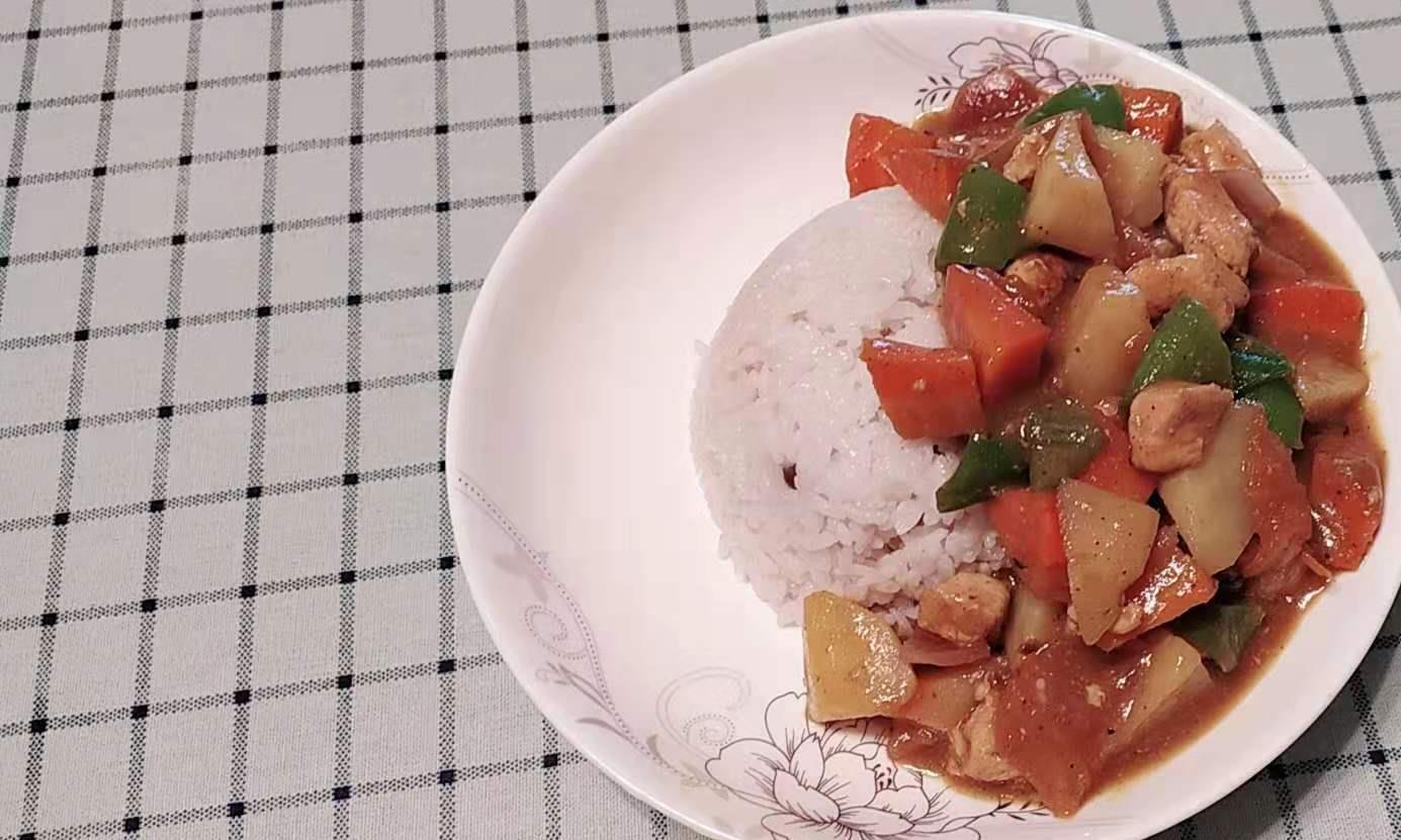 有了这个好物,你在家也可以做出完美的咖喱土豆鸡肉饭!