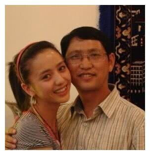 佟丽娅童年照曝光 网友:真是从小美到大,爸爸像林志炫!