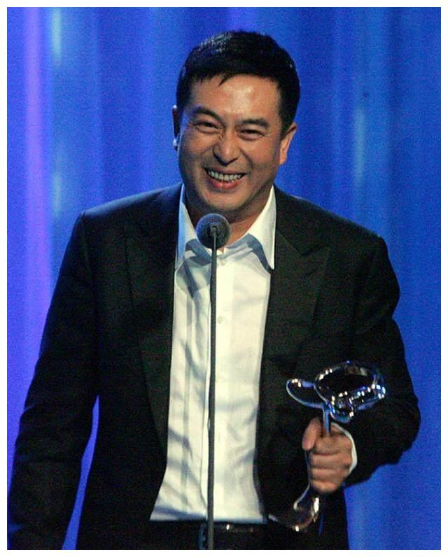 """最有吸引力的4位""""叔叔"""",靳东吴秀波上榜,第一位厨艺惊人!"""