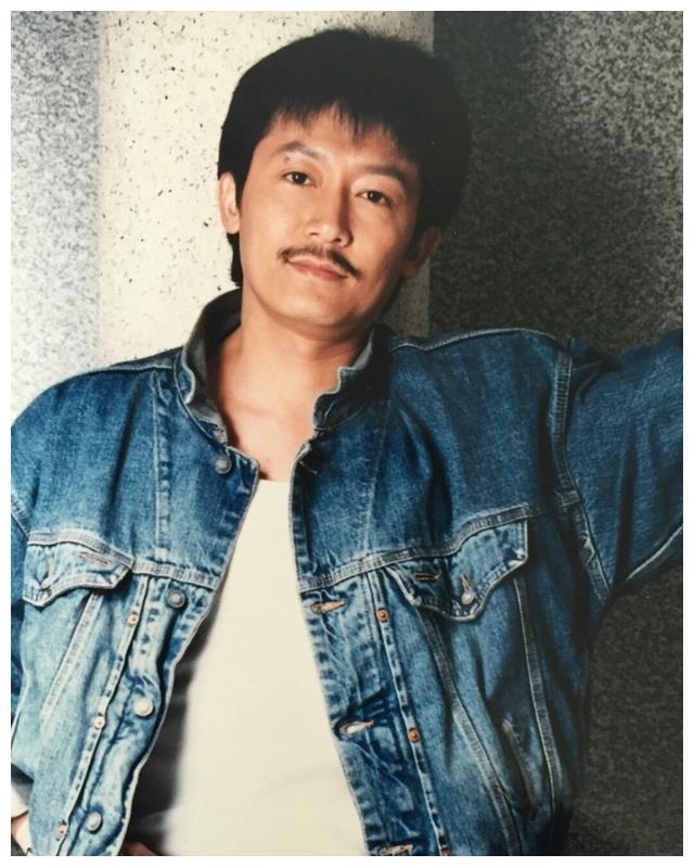 他是香港电影全才,成龙至交,63岁爱女自杀后患癌暴瘦30斤!