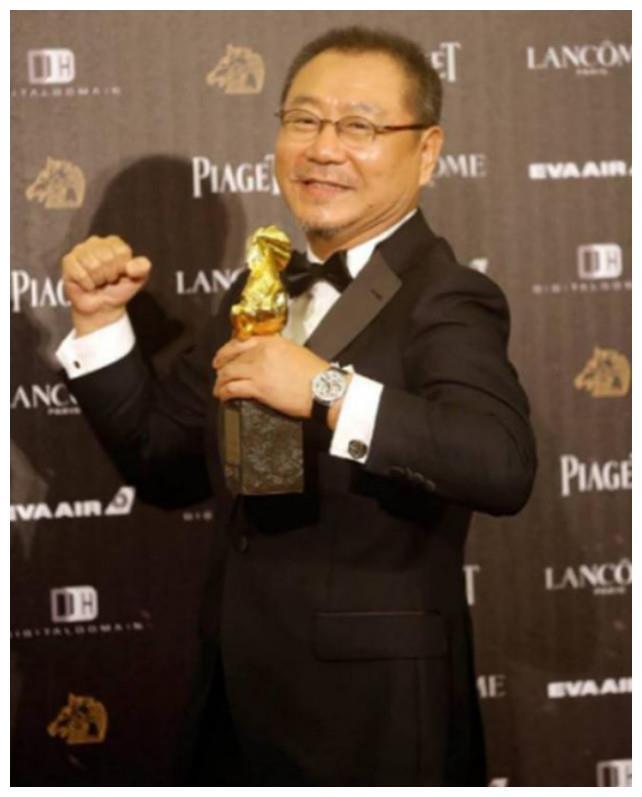 56岁的范伟才是人生赢家,事业家庭双美满,人生无憾