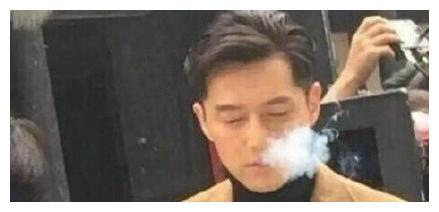 胡歌自爆烟瘾重,网友:你怎么可以吸烟?路人看后竟然纷纷转粉!