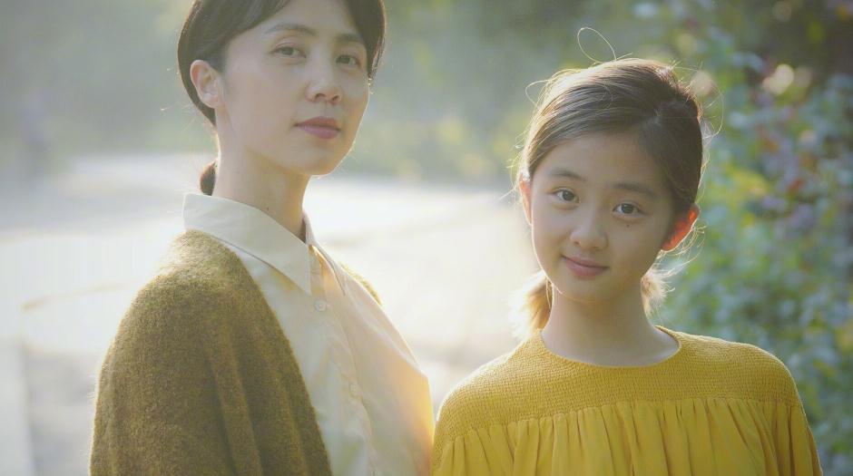 黄多多染发涂口红不算啥,赵文卓12岁女儿浓妆加礼服,尽显成熟感