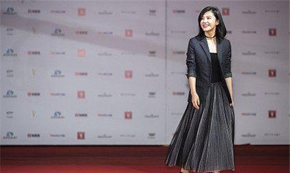 21届上海电影节星装:杨子姗西装百褶裙,商务知性