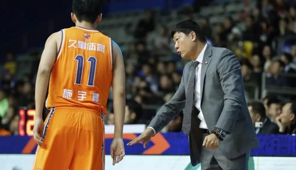 第四节终于顶住了!上海男篮击退苏州肯帝亚拒绝连败!