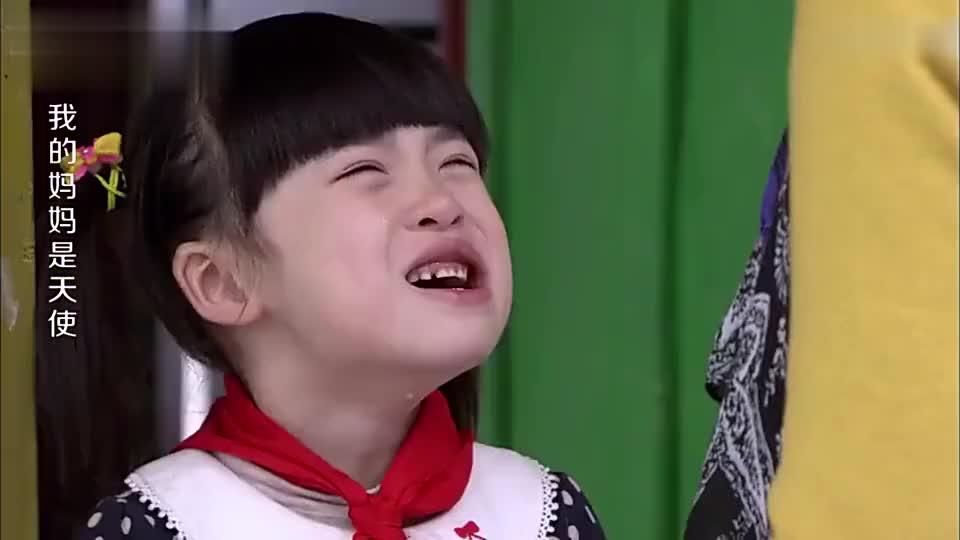 妹妹哭闹着不要傻哥哥哥哥自责地撞拳头哭着道歉我真的好傻