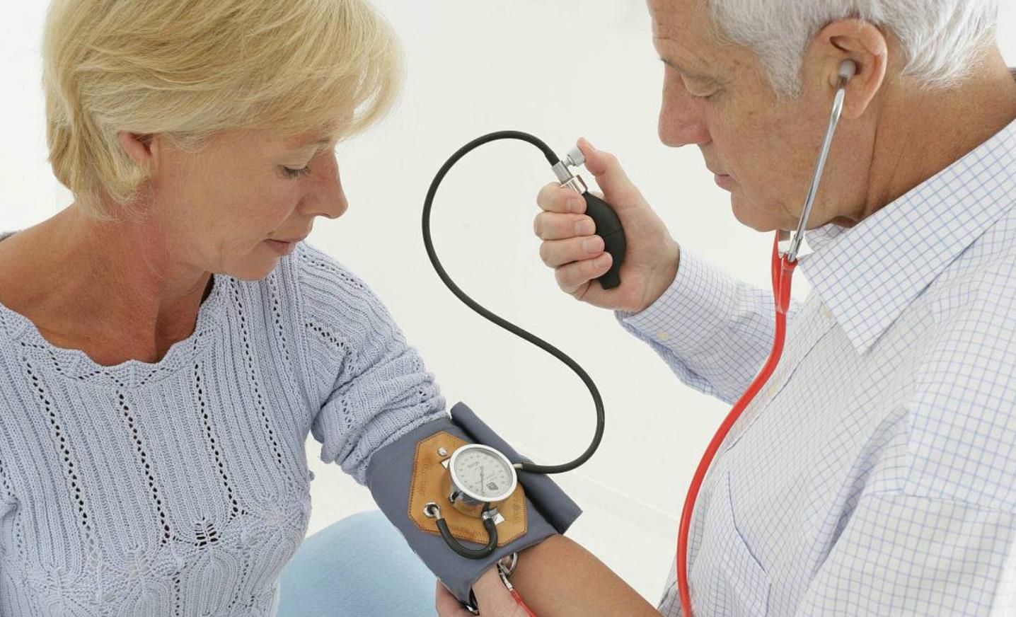 鱼白高血压能吃吗_得了高血压,有哪些需要注意的?可以喝酒吗?