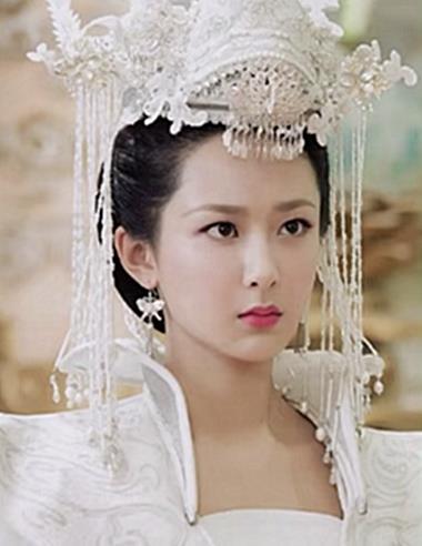 """女星""""古装新娘照"""",杨紫甜美,热巴优雅,看到赵丽颖:想娶回家"""