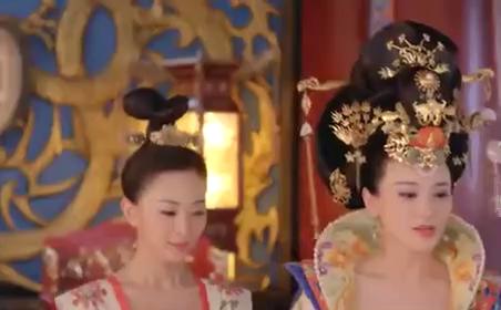 皇后为了讨好皇上,竞向一名妃子敬酒,真是女人心海底针啊