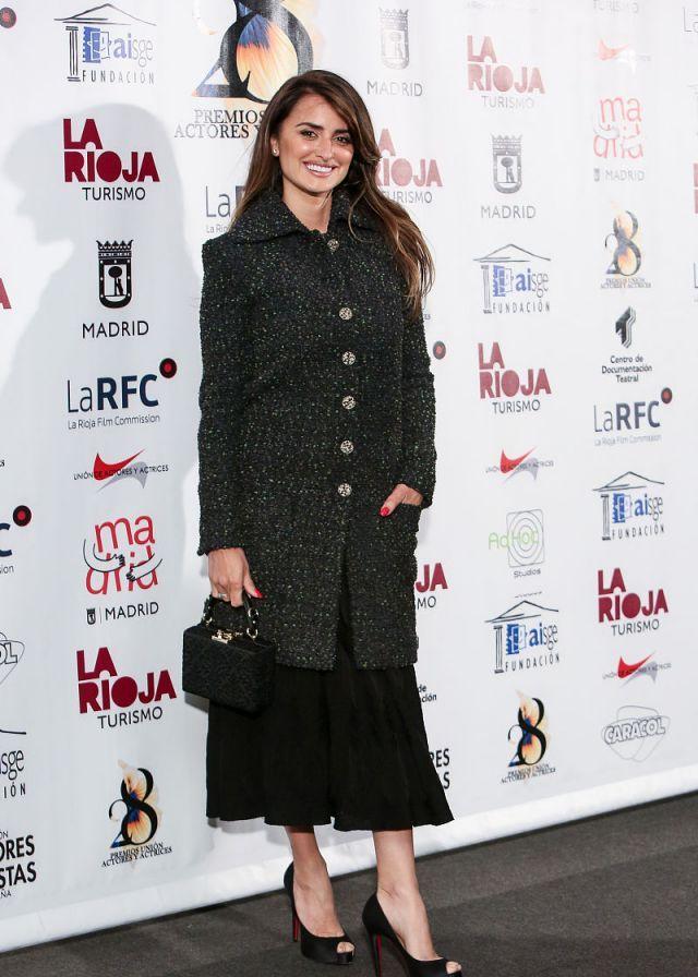 还是那么美,佩内洛普·克鲁兹出席颁奖典礼,依旧时尚靓丽