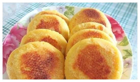 这样做红薯玉米煎饼,全家都爱吃,现在知道还不晚