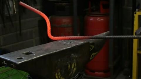 如何把螺纹钢锻造成烧火棍,怎个过程看的惊心动魄,很危险