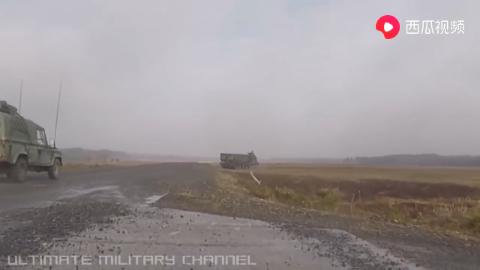 英国陆军多管火箭炮实弹射击训练懂行的快来说说门道