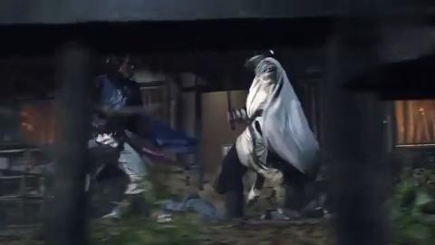 这才是真正的动作猛片!江湖大侠深夜比剑,两剑相撞直冒火星!