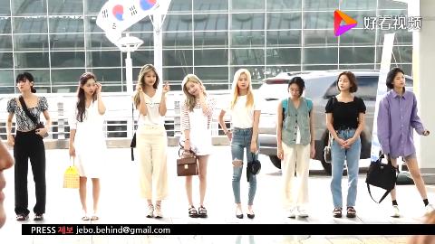 女团TWICE众姐妹在仁川机场惊艳亮相一个比一个漂亮