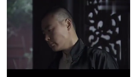 柳爷要把大衣送回去,柳云轩找太太阻止不成,准备亲自出马